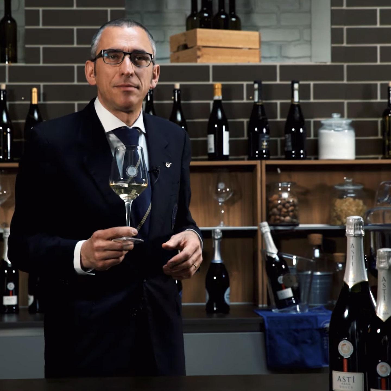 Andrea Dani, Sommelier AIS Piemonte, racconta il Moscato d'Asti DOCG