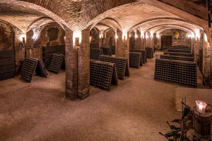 Cattedrali sotterranee Contratto © Cantine Contratto